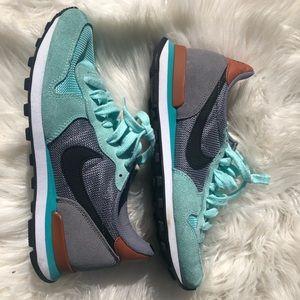 Nike internationalist artisan teal/light grey sz7
